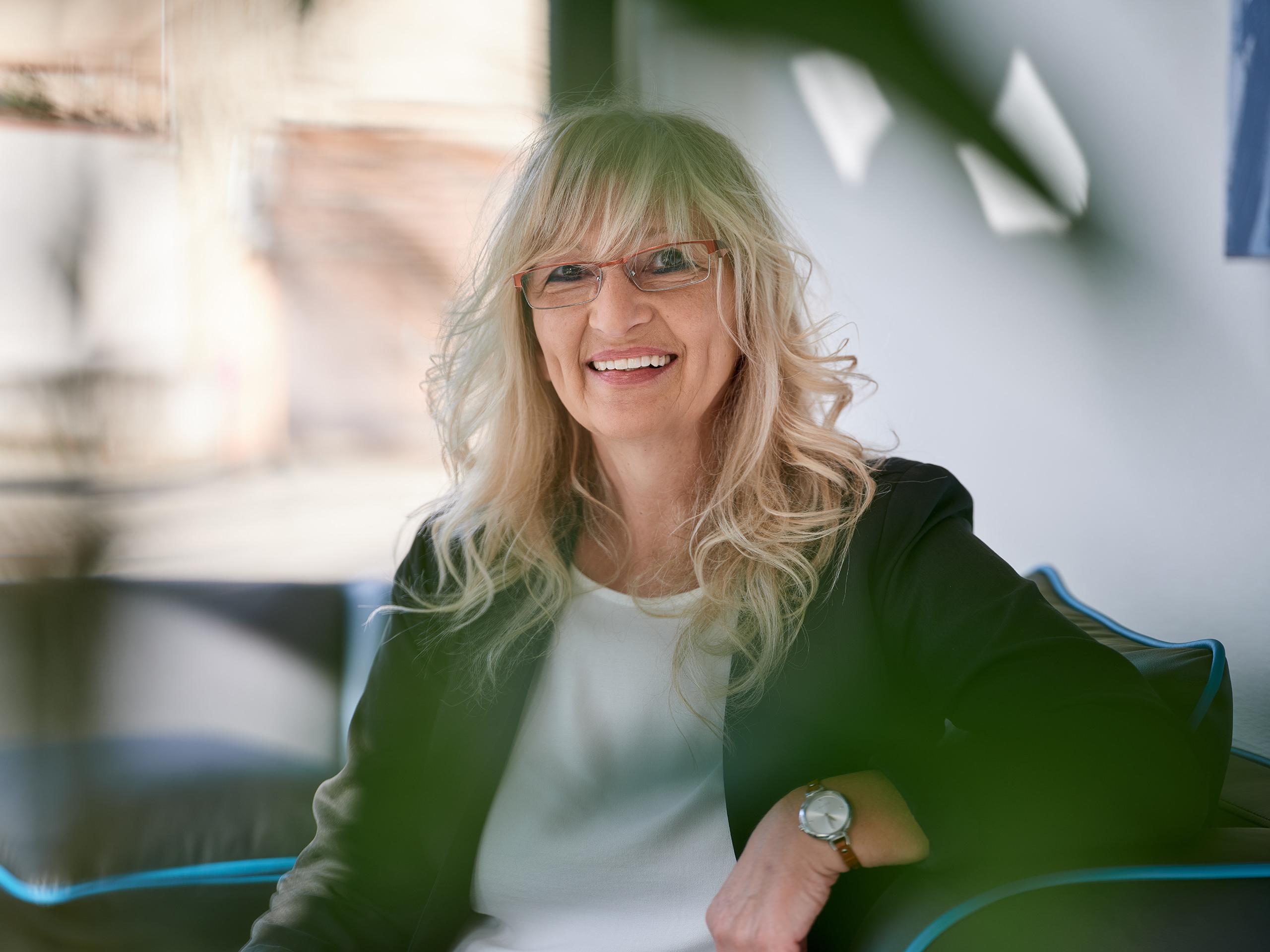 Erika Haasis, Steuerfachangestellte